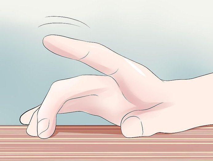Палец стучит по столу