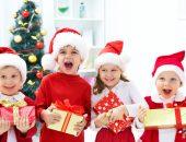 Дети с новогодними подарками