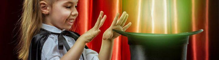 Увлекательные фокусы на новогоднем празднике могут показывать как взрослые, так и дети