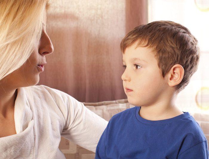 Мама беседует с сыном