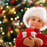 Мальчик с новогодним подарком