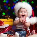 Малыш радуется
