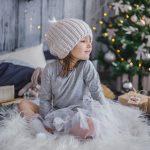 Девочка в новогодней студии