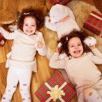 Сёстры в новогодней фотозоне