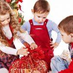 Дети и новогодний подарок