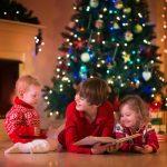 Дети разного возраста на новогодней фотосессии