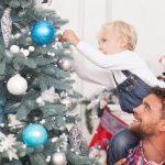 Папа и малыш на новогодней фотосессии