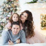 Красивая новогодняя фотосессия семьи