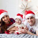 Новогодняя фотосессия семьи дома
