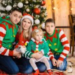 Новогодняя фотосессия семьи в костюмах