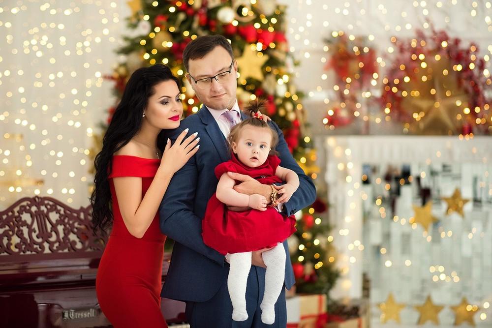 Нарядная семья на новогодней фотосессии