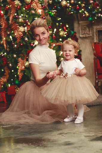 Новогодний фэмили-лук для мамы и дочки