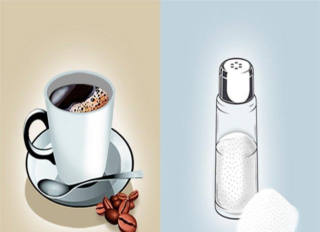Чашка кофе и солонка