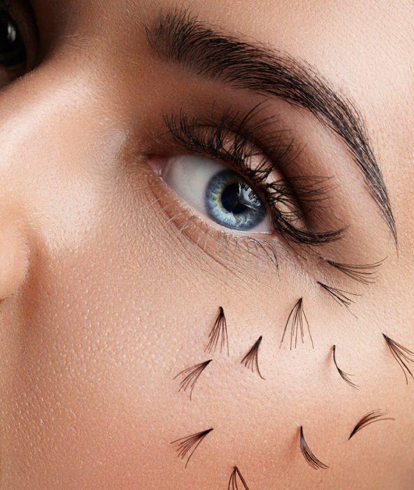 пучки ресниц на щеках у женщины
