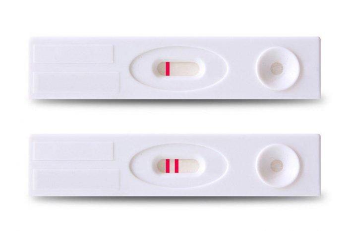 Планшетный тест на беременность с положительным и отрицательным результатом