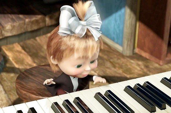Маша учится играть на пианино