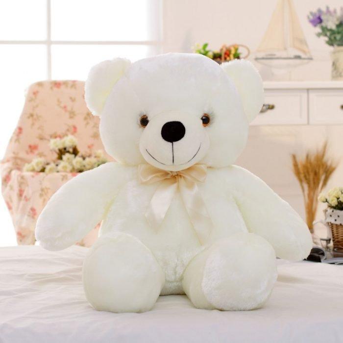 белый плюшевый медведь