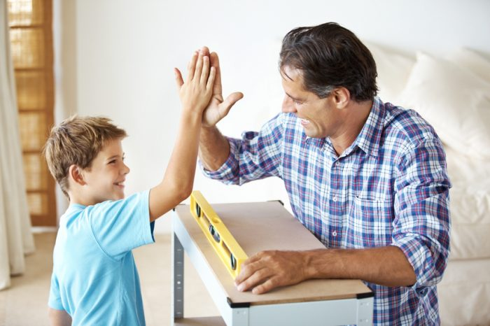Папа хвалит сына