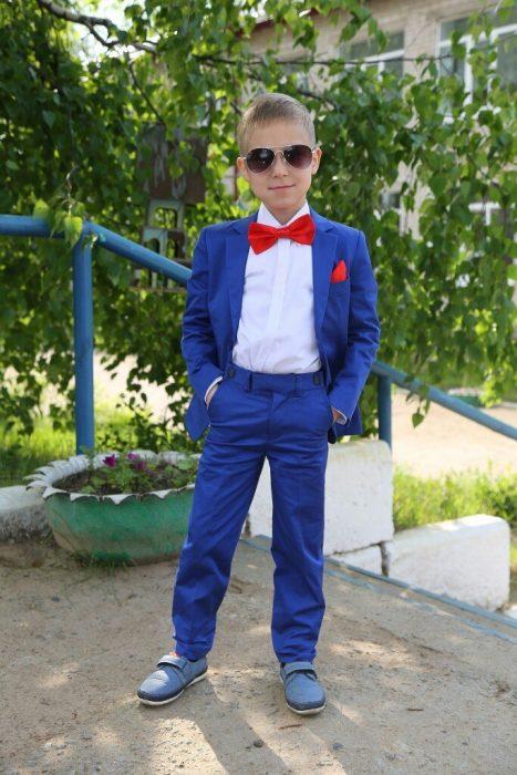 Мальчик в костюме