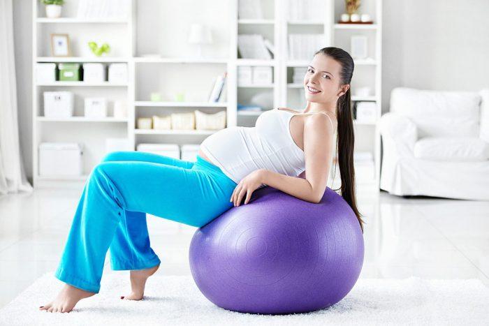 Гимнастика беременной на мяче