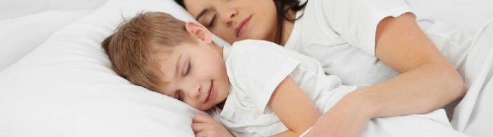 Совместный сон мамы с уже не маленьким сыном чреват для него психологическими проблемами