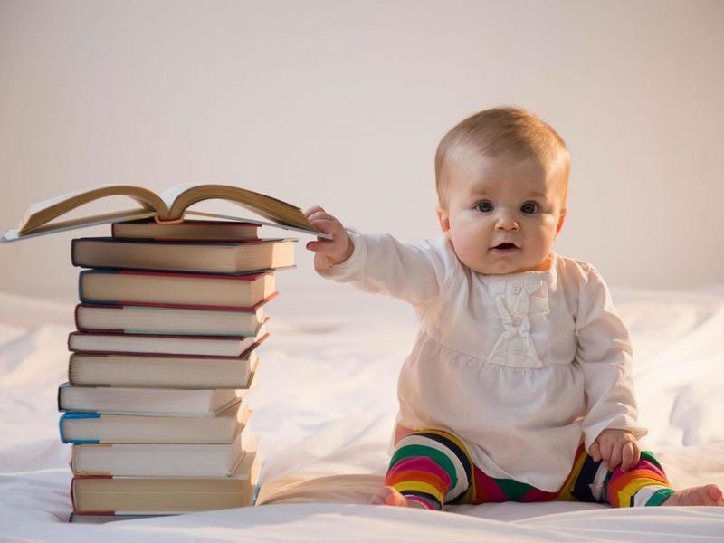 С какого возраста читать детям книги
