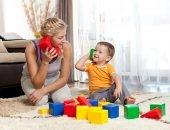 Мама играет с ребёнком
