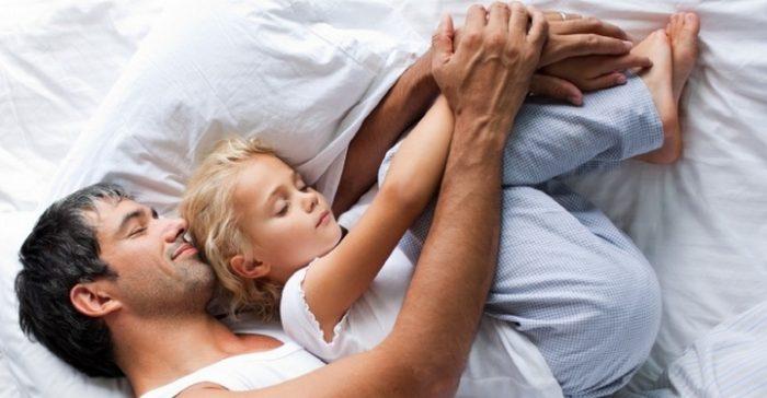Папа спит с дочкой
