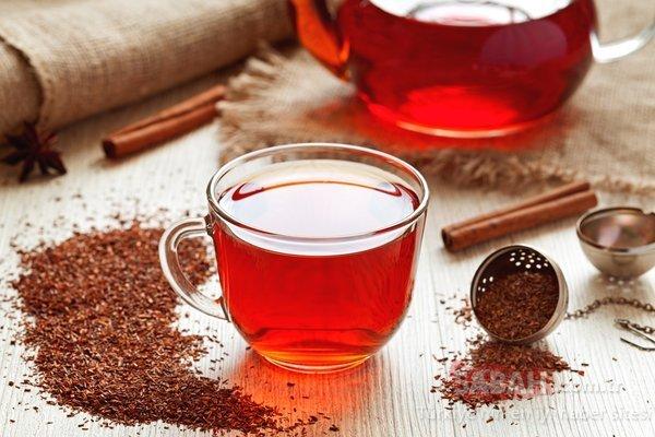 Чай ройбос в кружке
