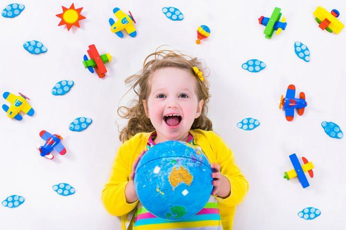 Ребёнок и глобус