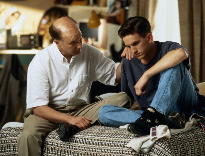 Отец разговаривает с сыном о его зависимости