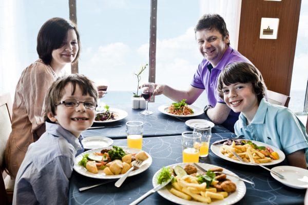 Семья в ресторане