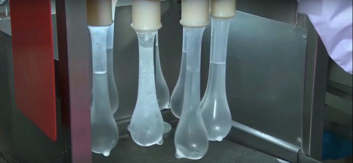 Наполнение презервативов водой