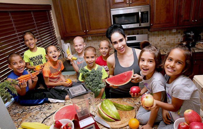 Октомама Надя Сулеман с детьми