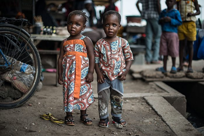 Африканские дети-двойняшки