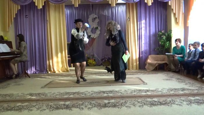 Шапокляк и Баба Яга на празднике в детском саду