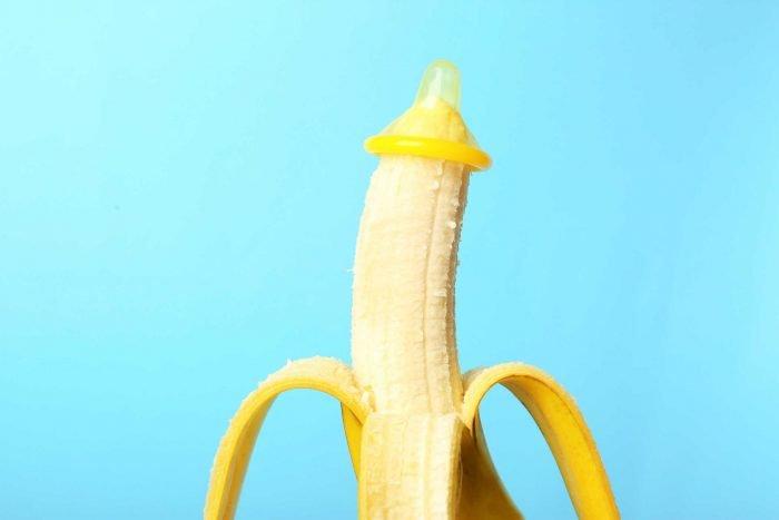 Презерватив, надетый на банан