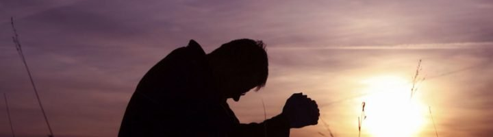 человек молиться Богу