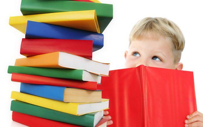 Мальчик и книги