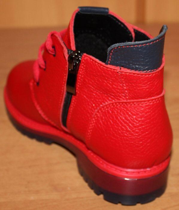 Задник красных ботинок
