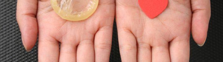 Презерватив на ладони