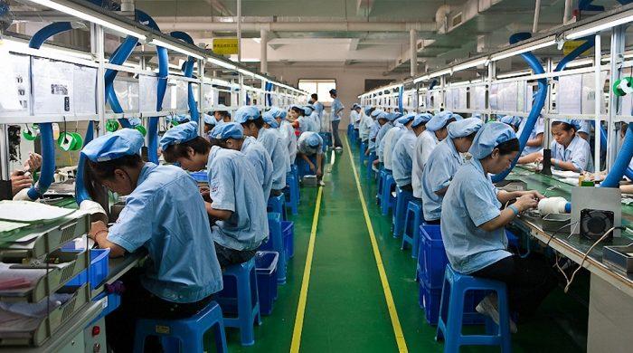 Китайские рабочие на заводе