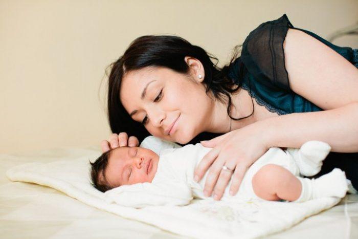 Мама с новорождённым