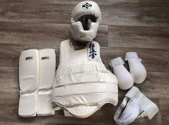 Дополнительная защитная экипировка для занятий карате