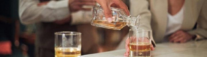 Многие женщины беспокоятся, как отразится приём алкоголя на эффективности ОК.