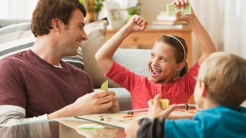 Настольные игры для развития мышления — учим ребёнка мыслить шире