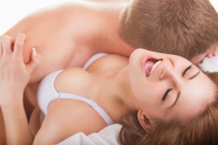 Пара в порыве страсти