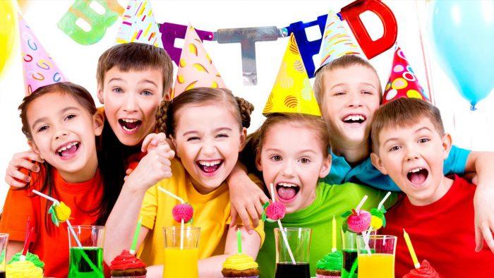Дети празднуют