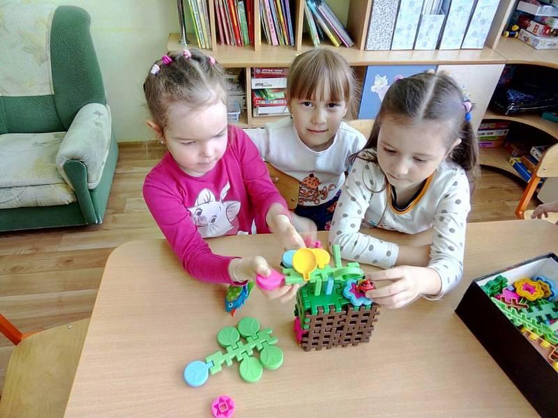 Домашние игры для девочек: красота, ум и чувство юмора