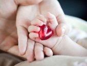 сердечко в ручке малыша